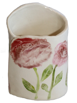 MARIA COUNTS - WHITE VASE WITH PINK ROSES - CERAMIC - 4.75 X 3.5 X 2.5