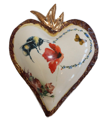 MARIA COUNTS - HEART WITH BEE & RED POPPY - CERAMIC - 6.25 X 5 X 1.5